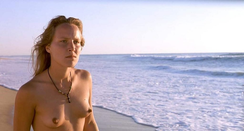 Maya Gaugler Nude – Sous le Sable (4 Pics + GIF & Video)