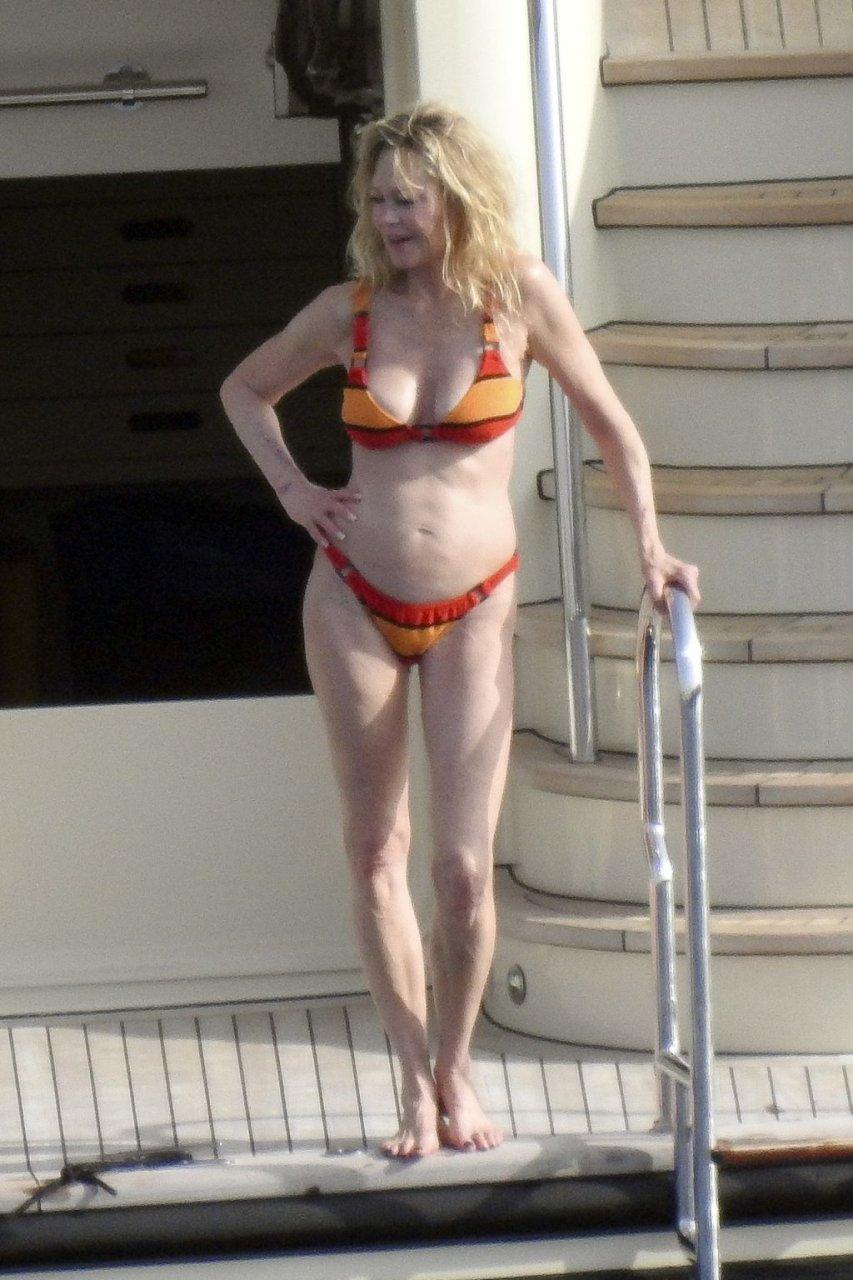 Melanie Griffith Hot (75 Photos)