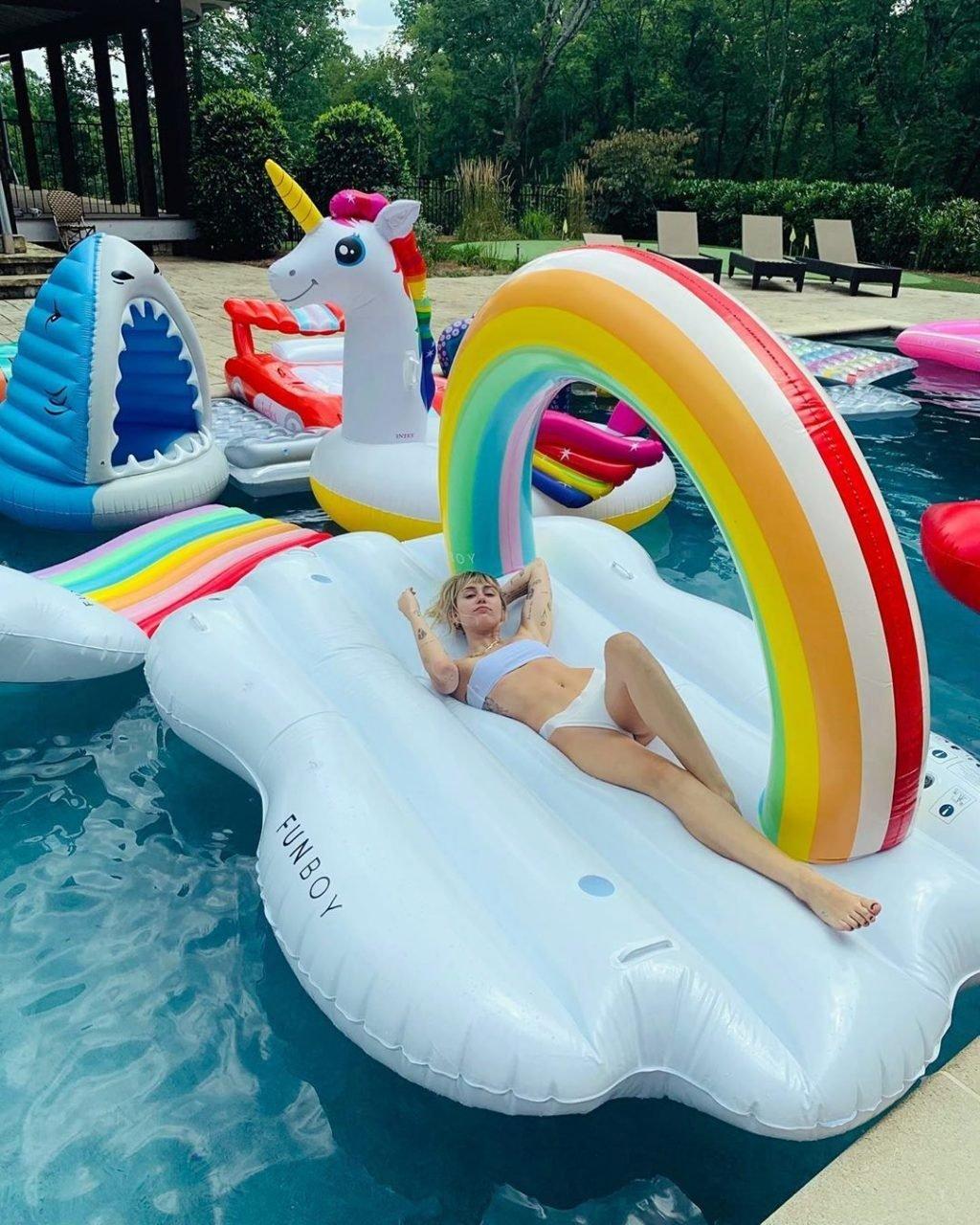 Miley Cyrus (7 New Sexy Photos + GIF)