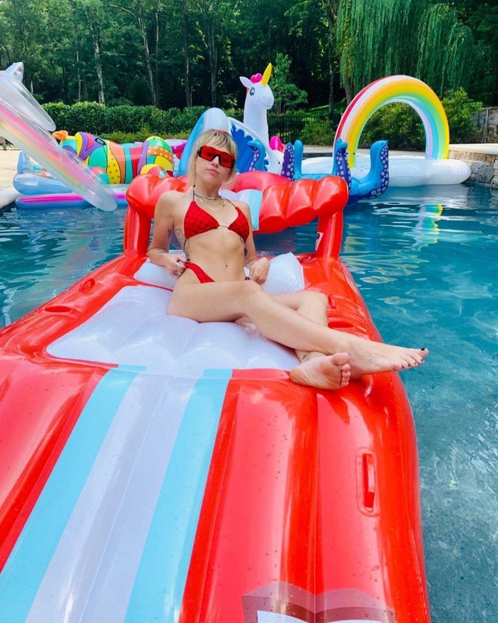 Miley Cyrus Sexy (3 Hot Pics)