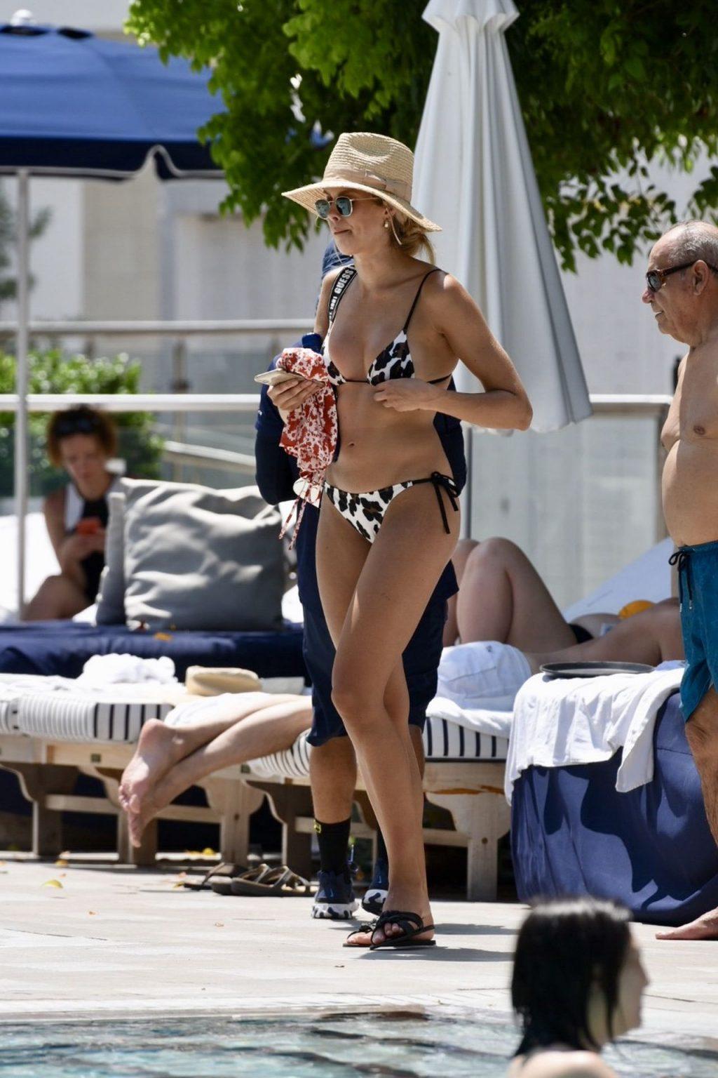 Natalie Roser Sexy (14 Photos)