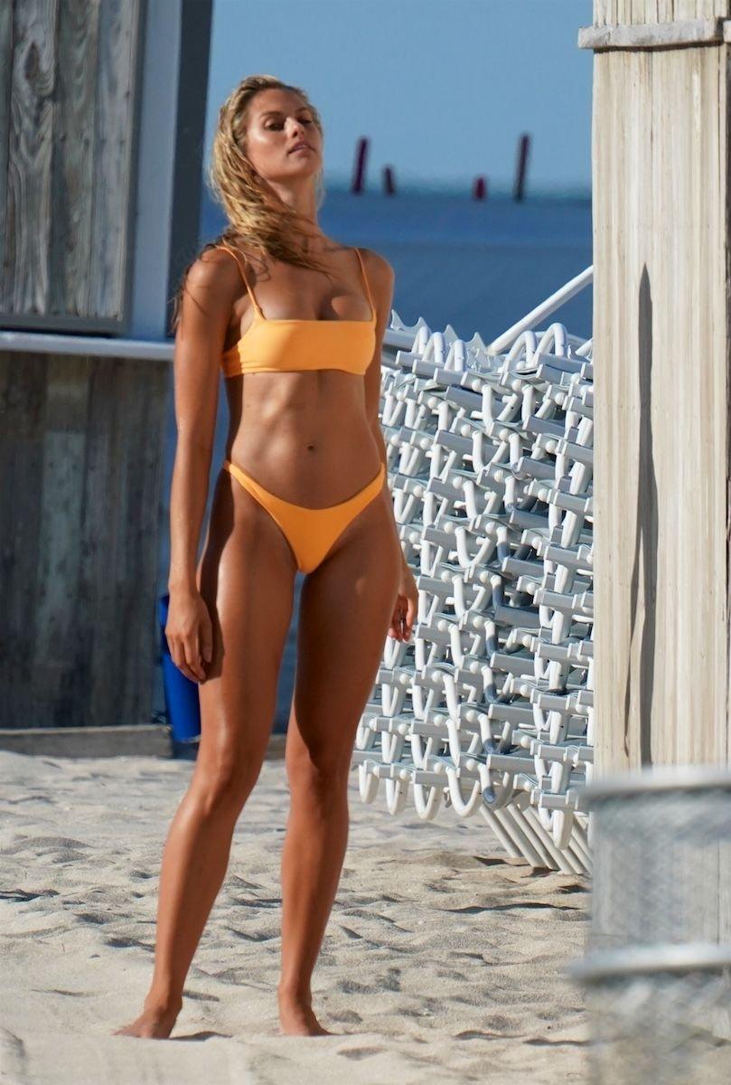 Natalie Roser Sexy (18 Photos)