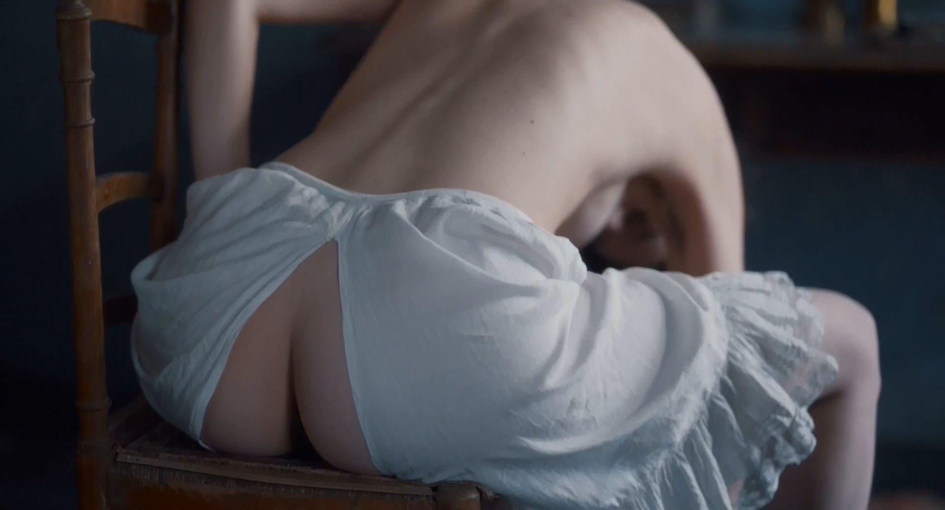 Maya Gaugler  nackt