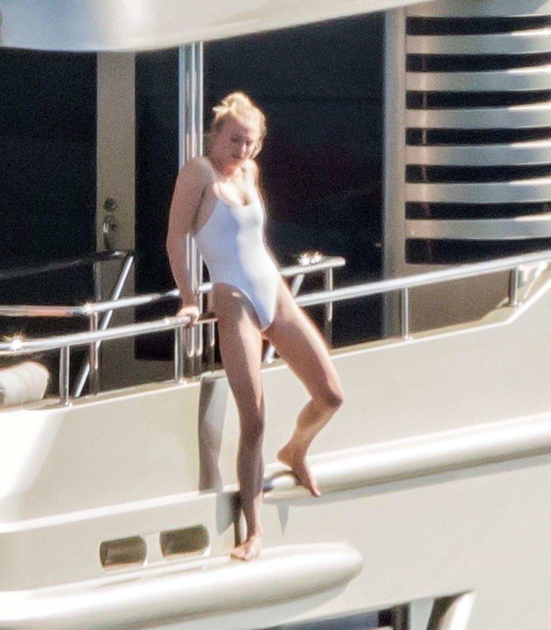 Sophie Turner on their honeymoon holiday in Positano, 14-7-2019