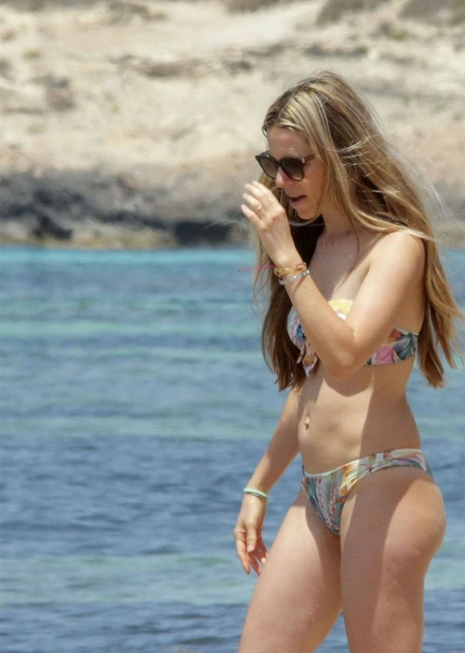 Vivian Sibold Sexy (16 Photos)