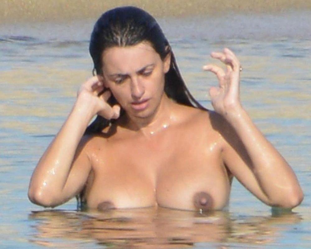 Celebrities Nude Beach Collection (20 Photos)