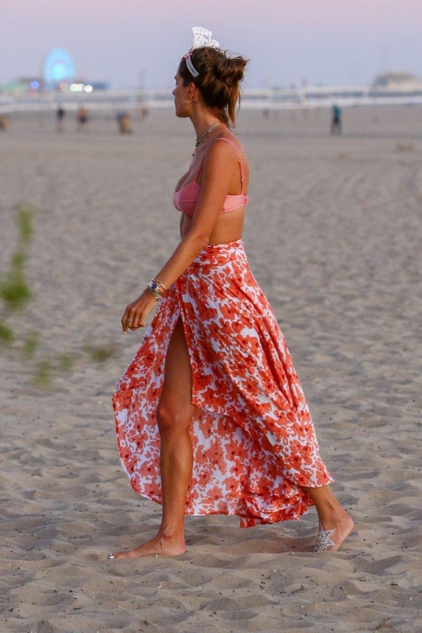 Alessandra Ambrosio Sexy (20 Hot Photos)