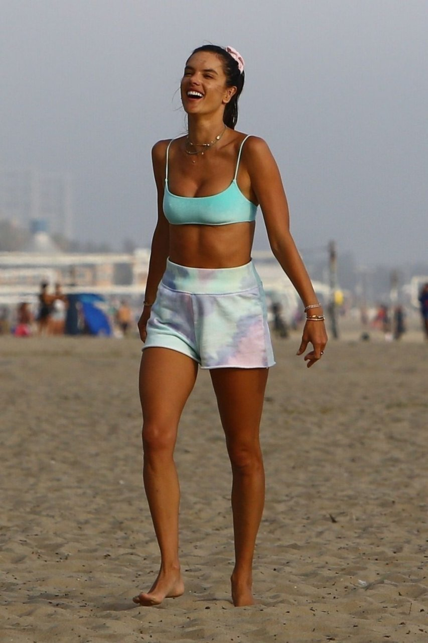 Alessandra Ambrosio Sexy (62 New Photos)