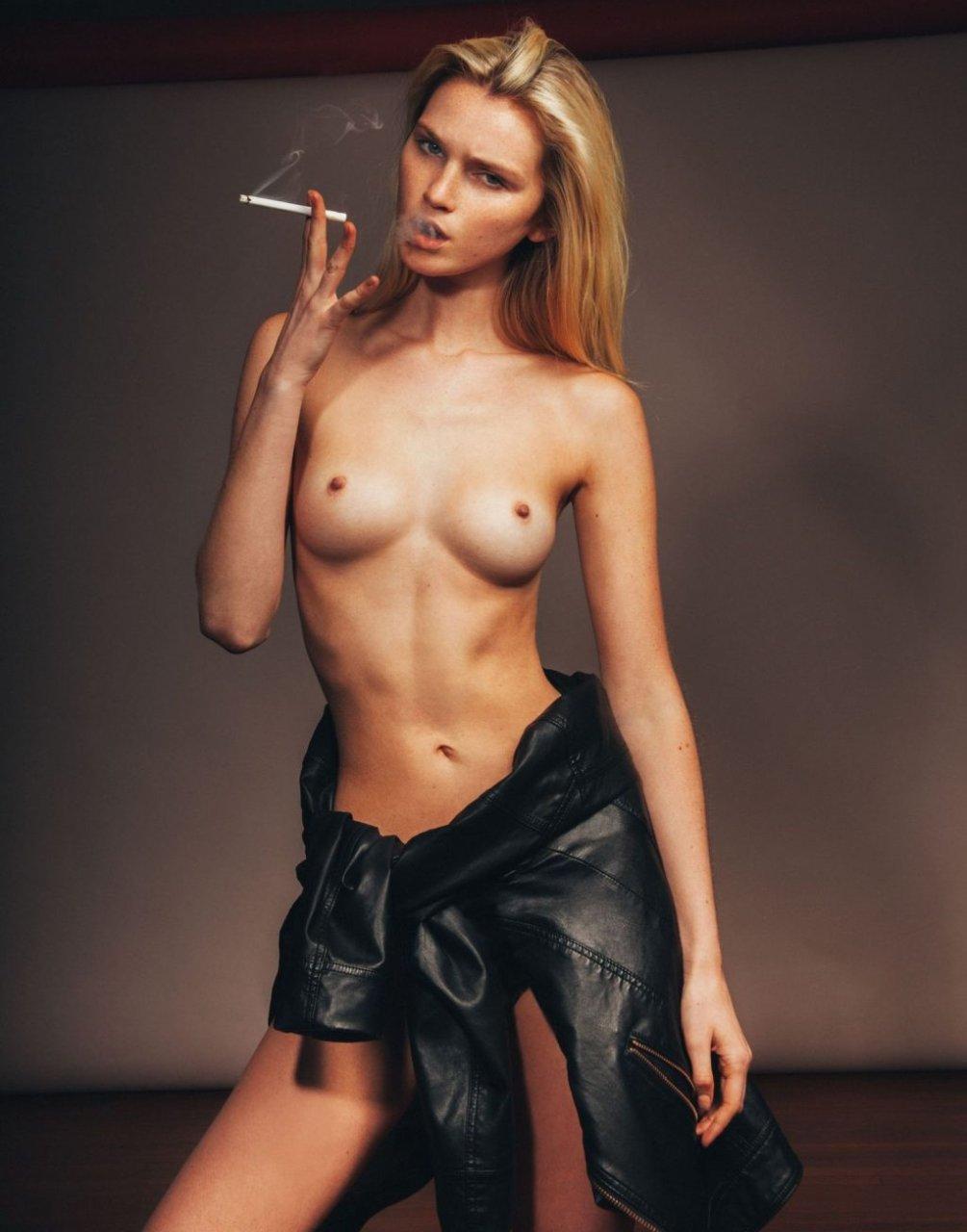 Alexa Reynen Nude