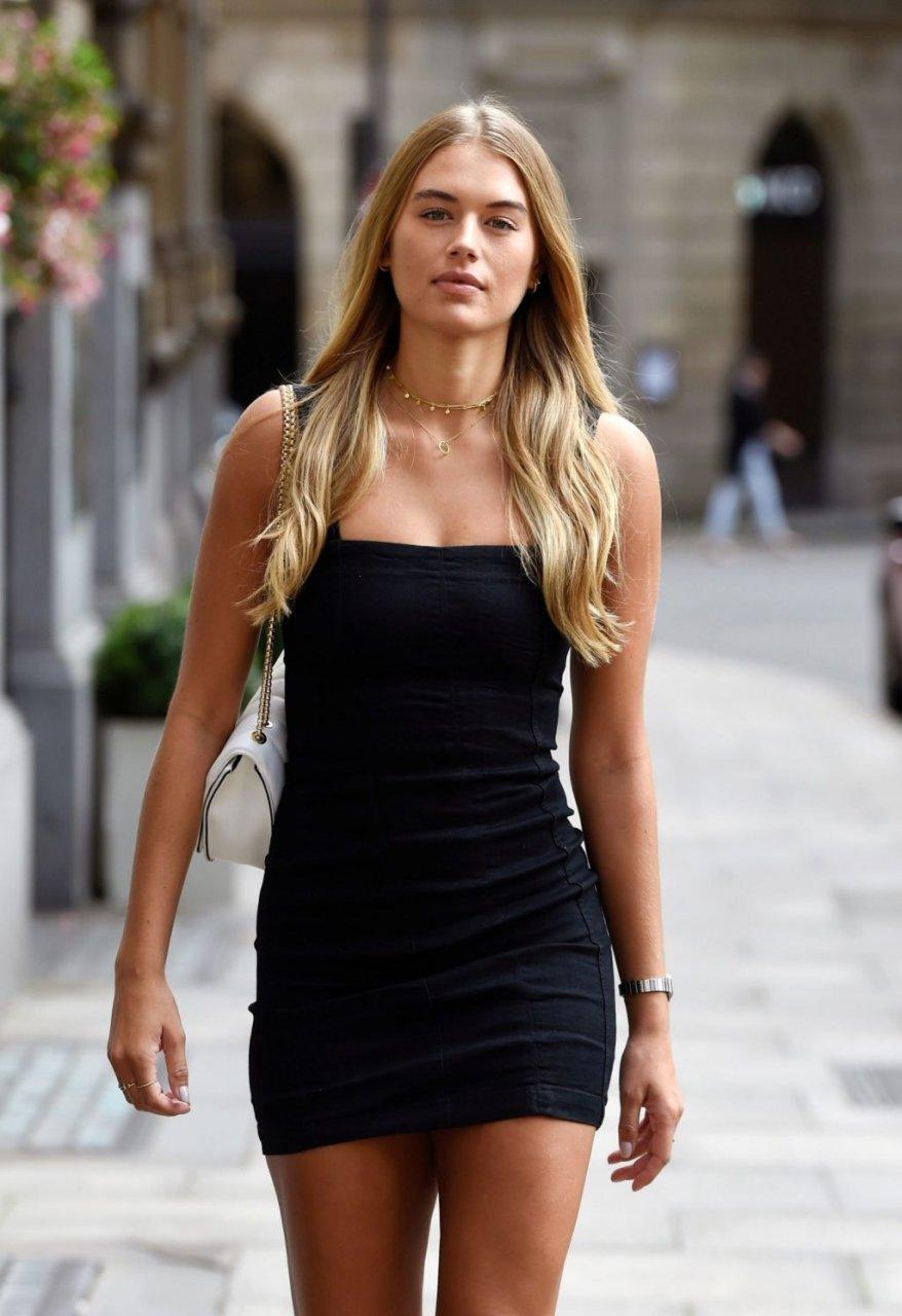 Arabella Chi Sexy (15 Photos)