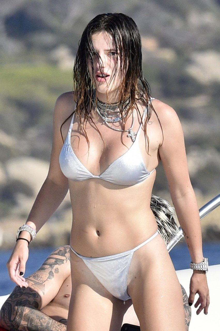Bella Thorne Sexy (96 New Photos)