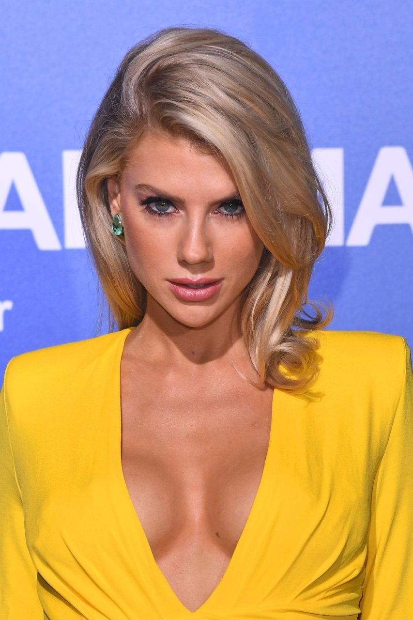 Charlotte McKinney Sexy (8 New Photos)