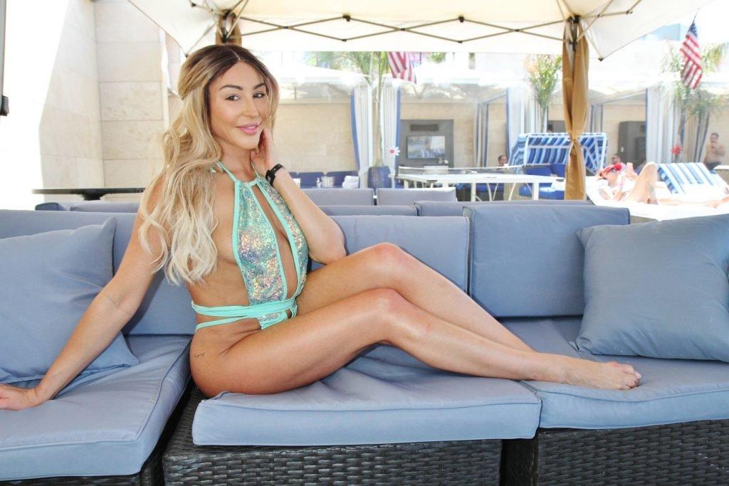 Christiana Cinn Sexy (6 Photos)