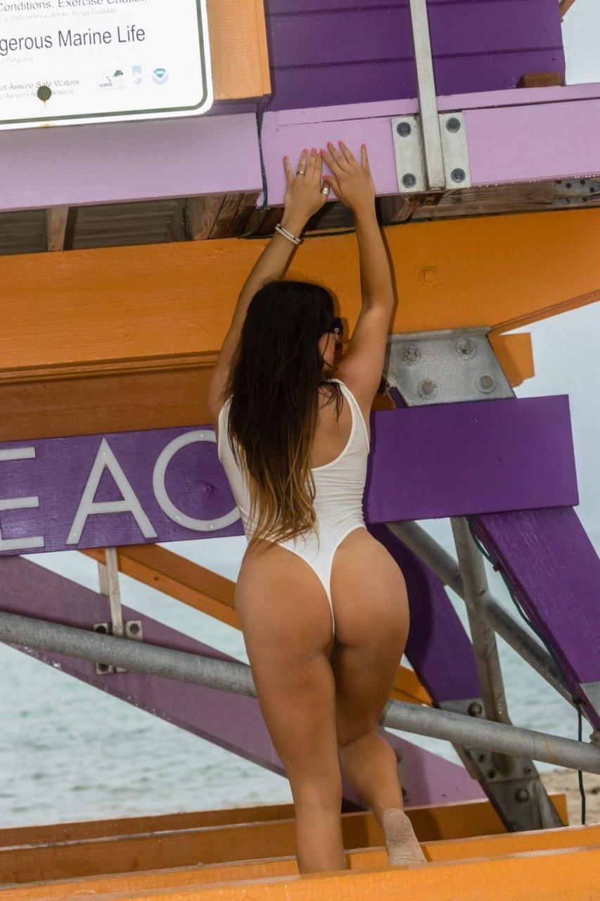 Claudia Romani Hot (18 Photos)