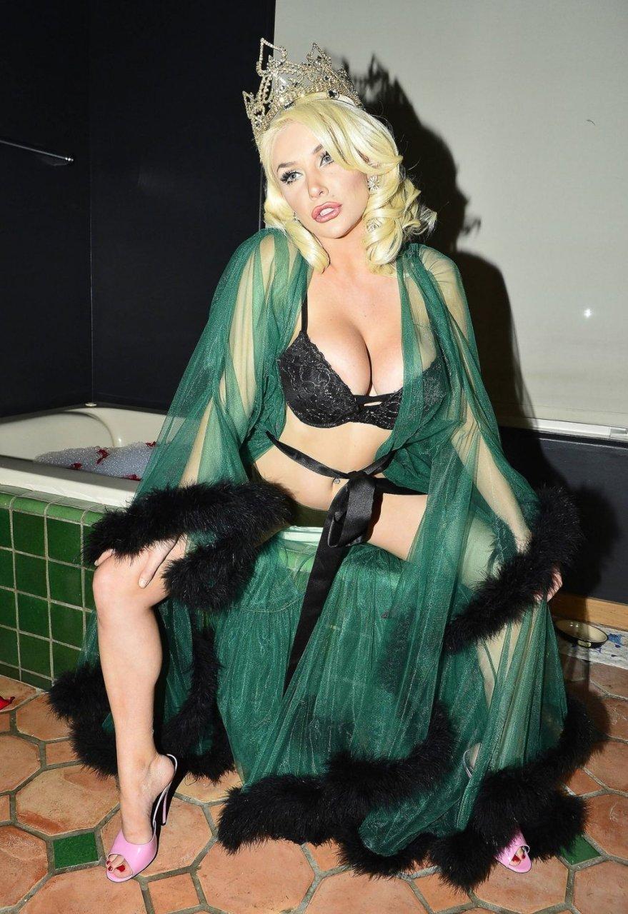Courtney Stodden Nude & Sexy (33 Photos)