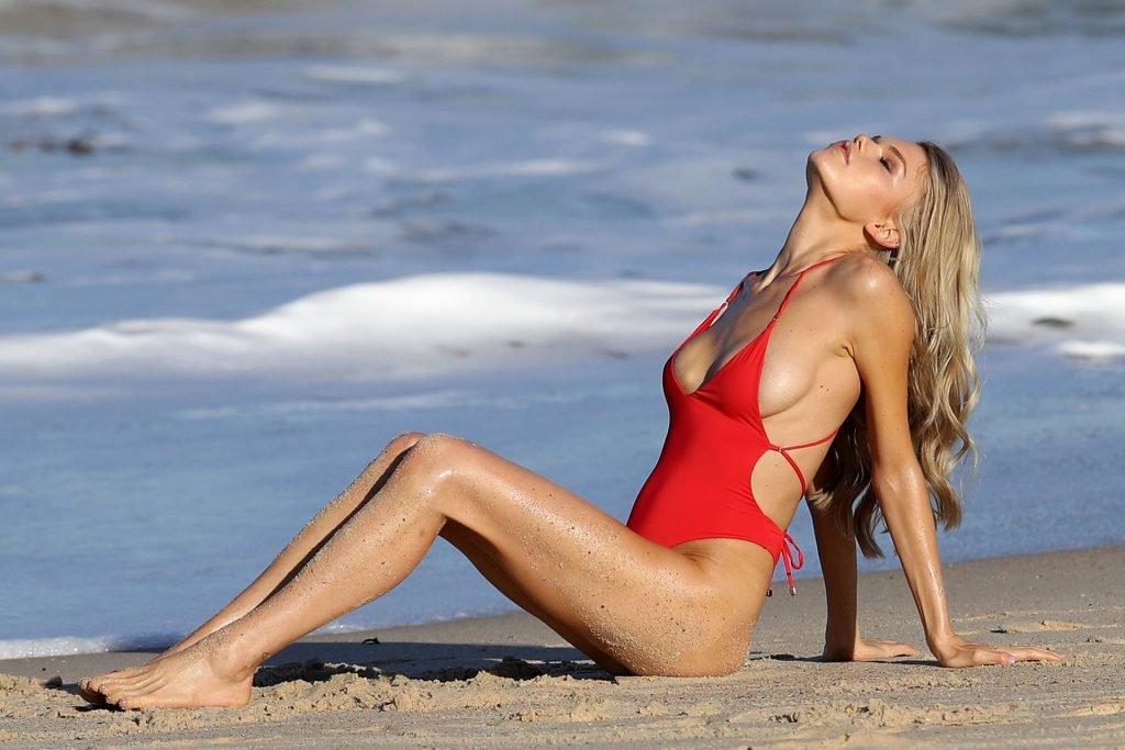 Daphne Laan Sexy (38 Photos)