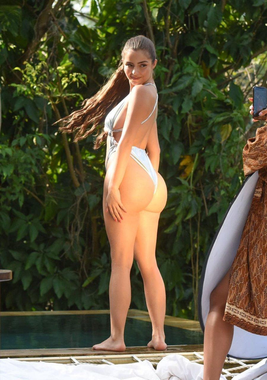 Demi Rose Underboob (15 Photos)