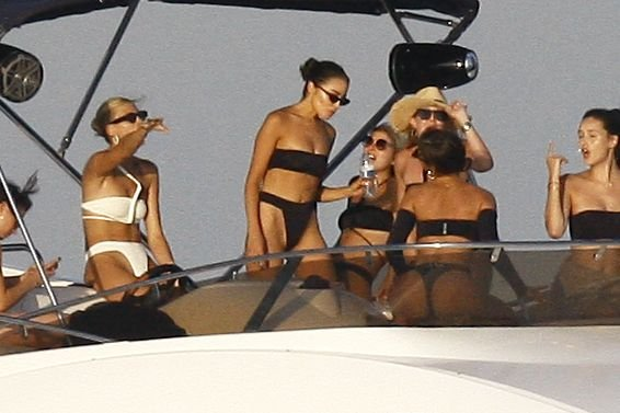 Devon Windsor, Olivia Culpo Sexy (56 Photos + Video)