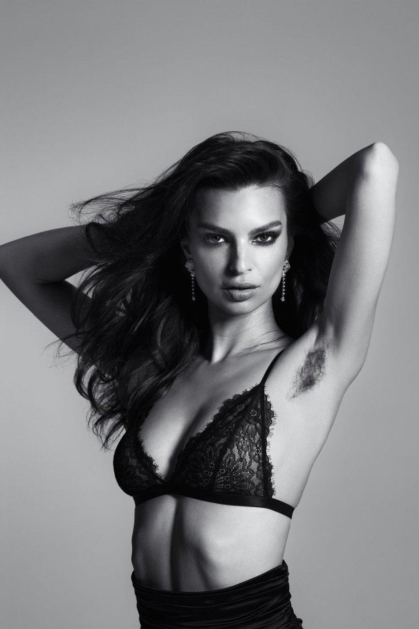 Emily Ratajkowski Sexy (6 Pics + GIF)