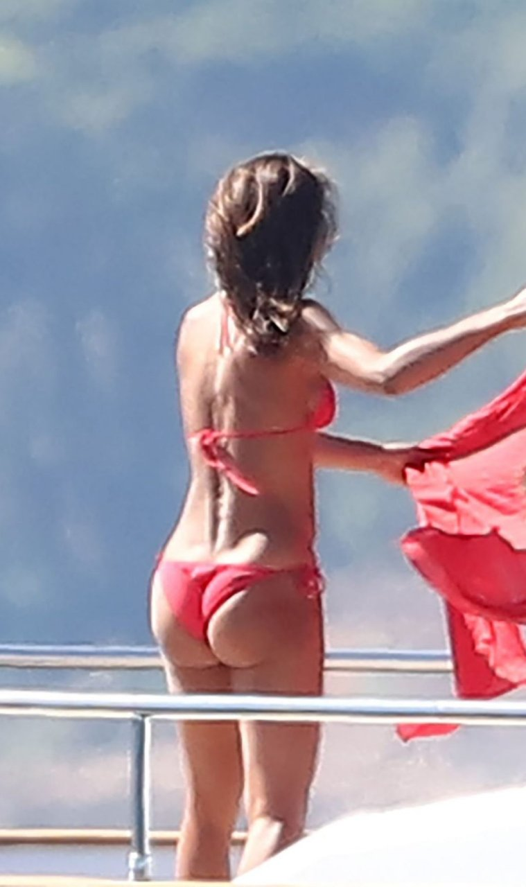Emma Thynn Sexy (51 Photos)