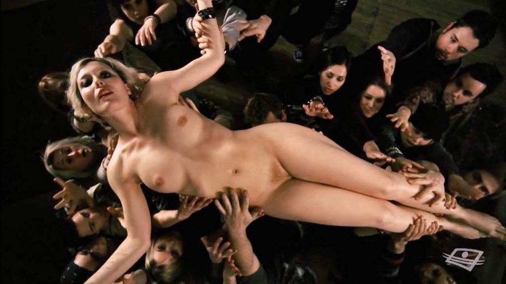 Isabelle Blais Naked – Borderline (6 Pics + GIF & Video)