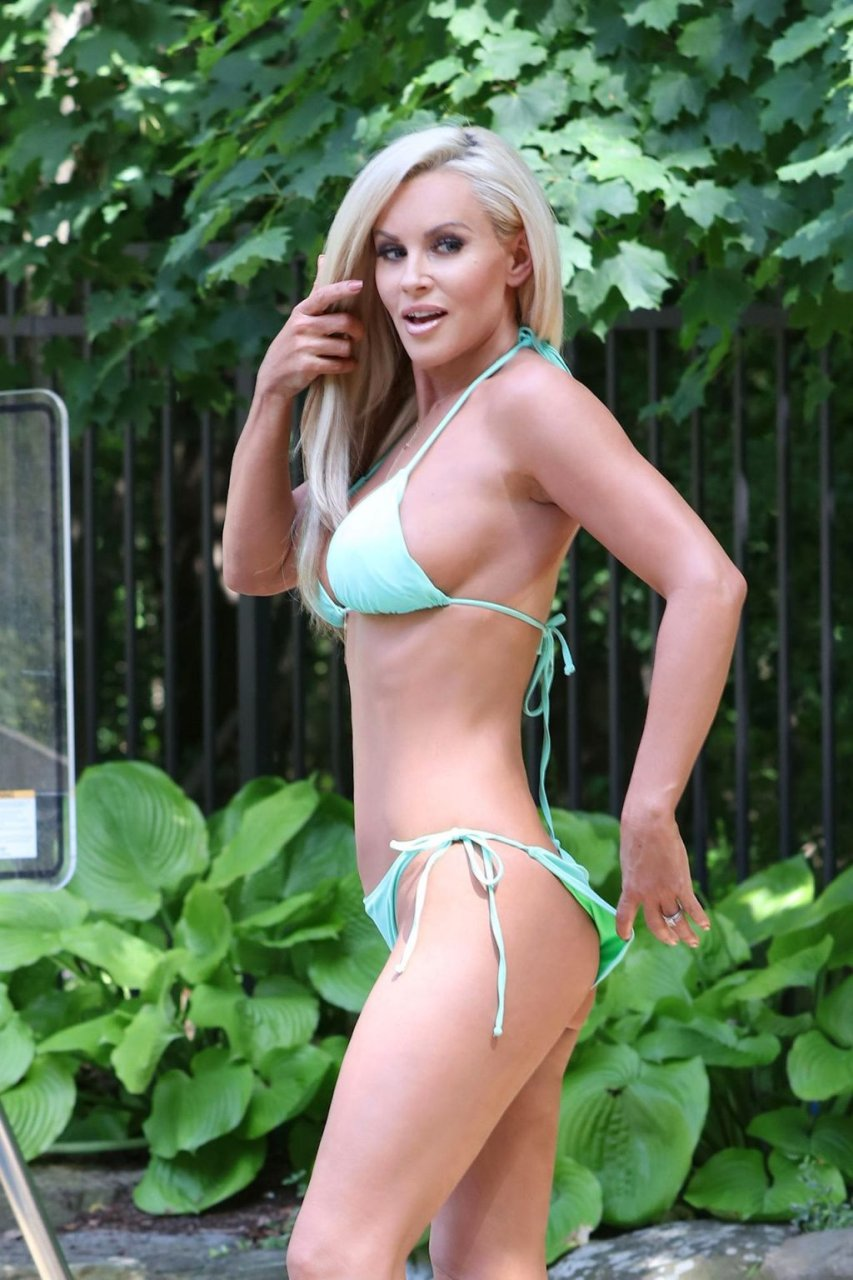 Jenny mccarthy bikini photos