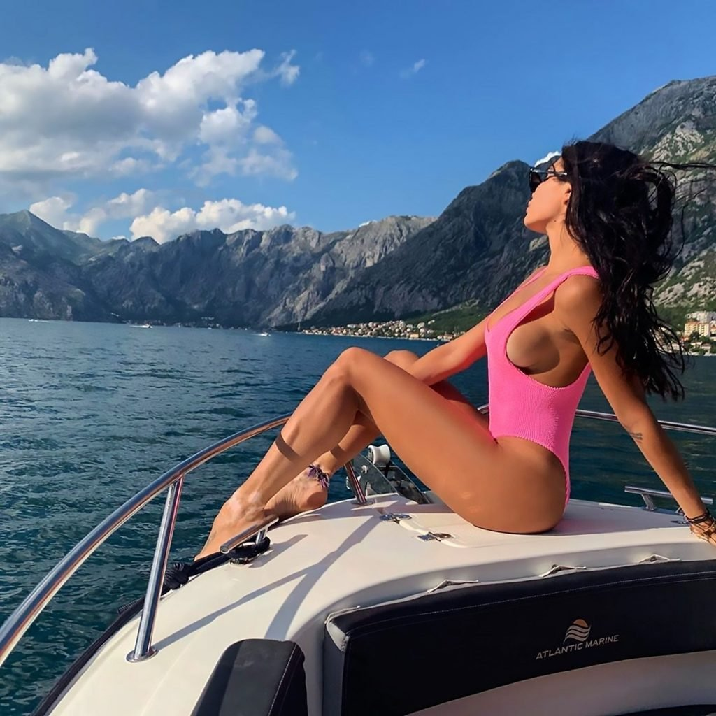 Jovana Djordjevic Sexy (4 Photos)