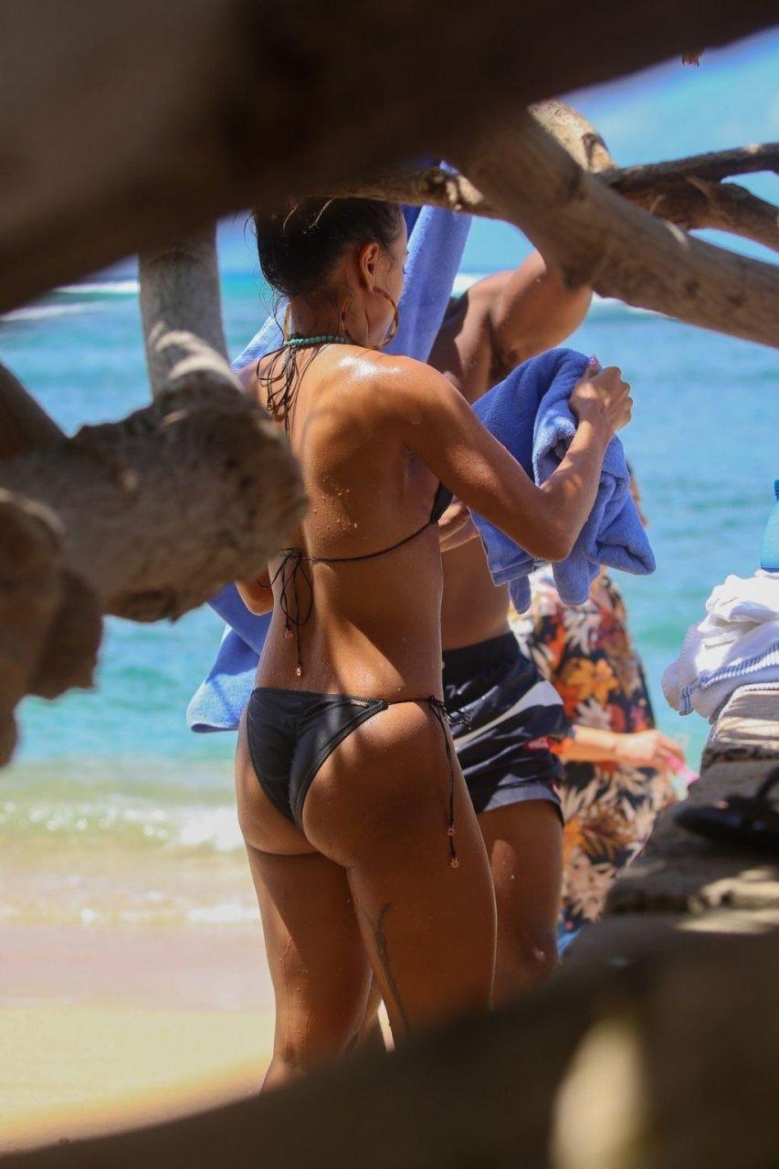 Karrueche Tran Sexy (18 Hot Photos)