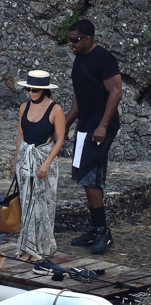 Kourtney Kardashian shows off new curves in bikini after