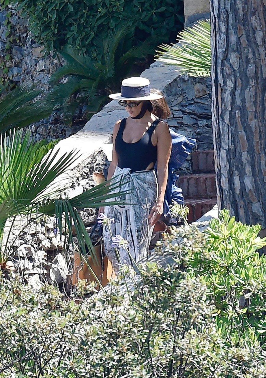 Kourtney Kardashian Sexy (55 Photos)
