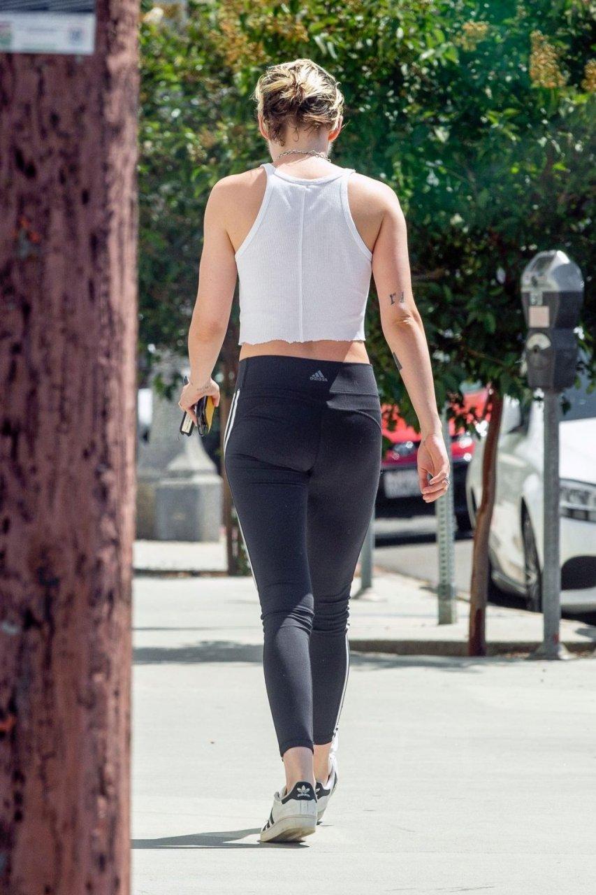 Kristen Stewart Braless (18 Photos)