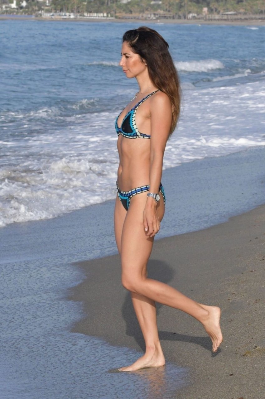 Leilani Dowding Sexy (20 Photos + Video)