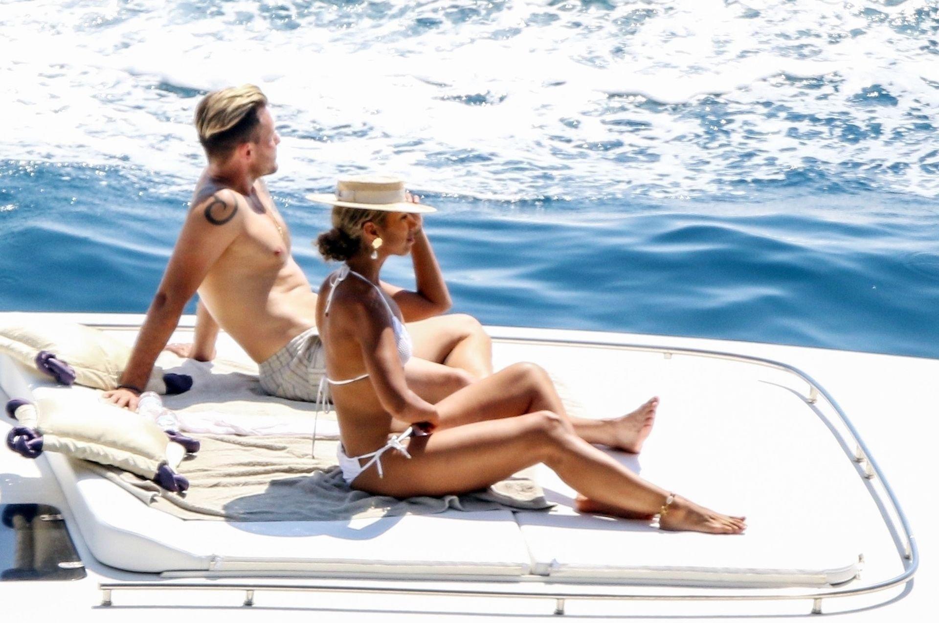 Leona Lewis Hot Naked