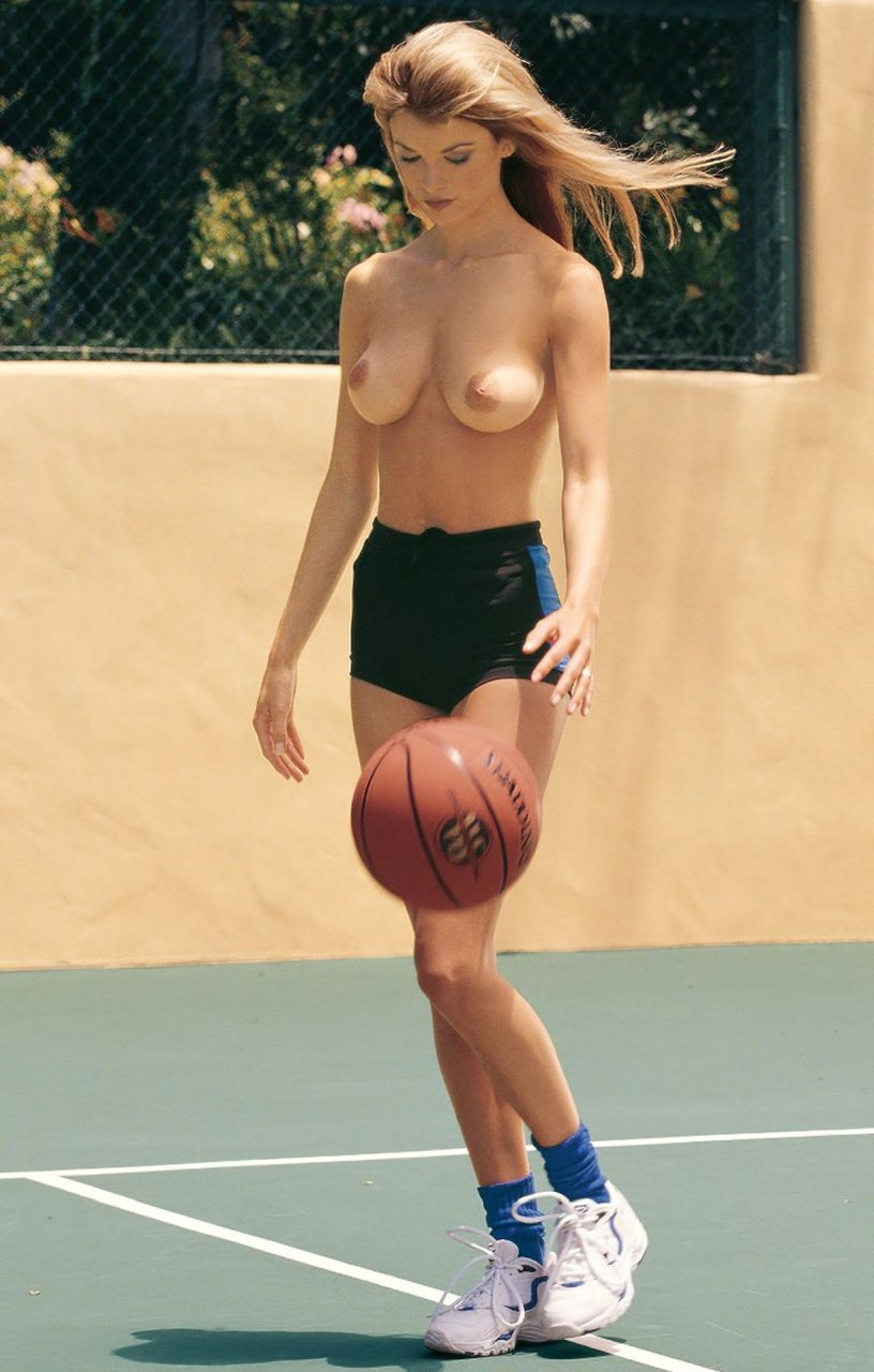 Marisa-Miller-Nude-TheFappeningBlog.com-57.jpg