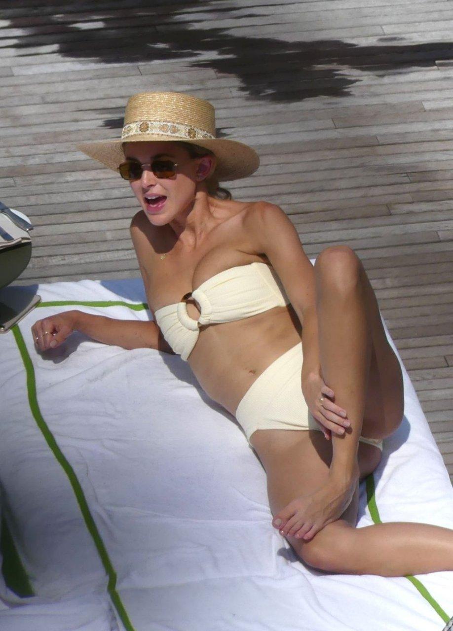 Miley Cyrus Topless, Kaitlynn Carter Hot (62 Photos)