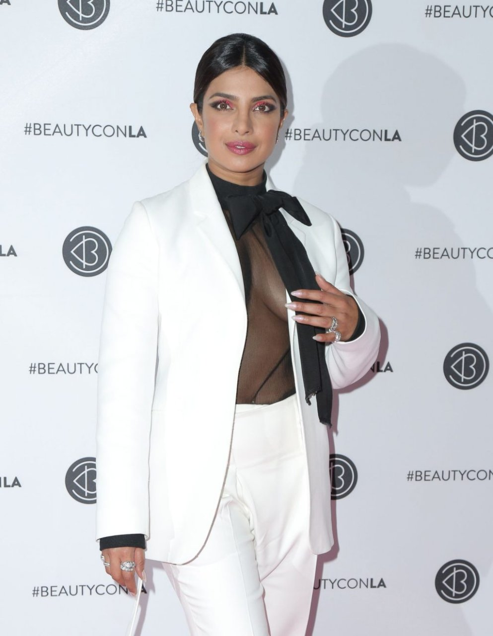 Priyanka Chopra Braless (29 Photos)