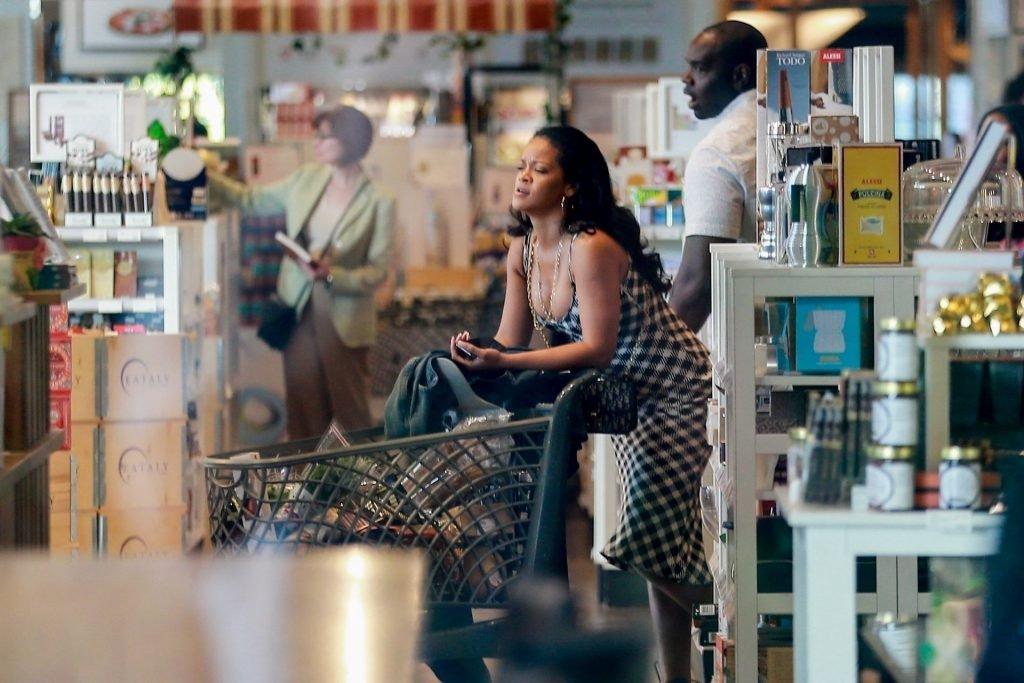 Rihanna Sexy (32 New Photos)