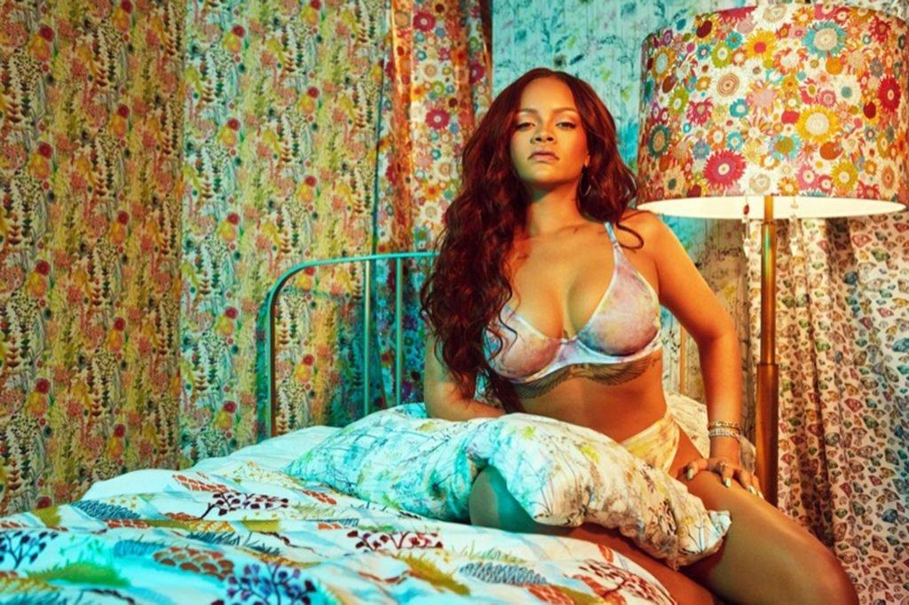 Robyn Rihanna Fenty Sexy (4 New Photos)