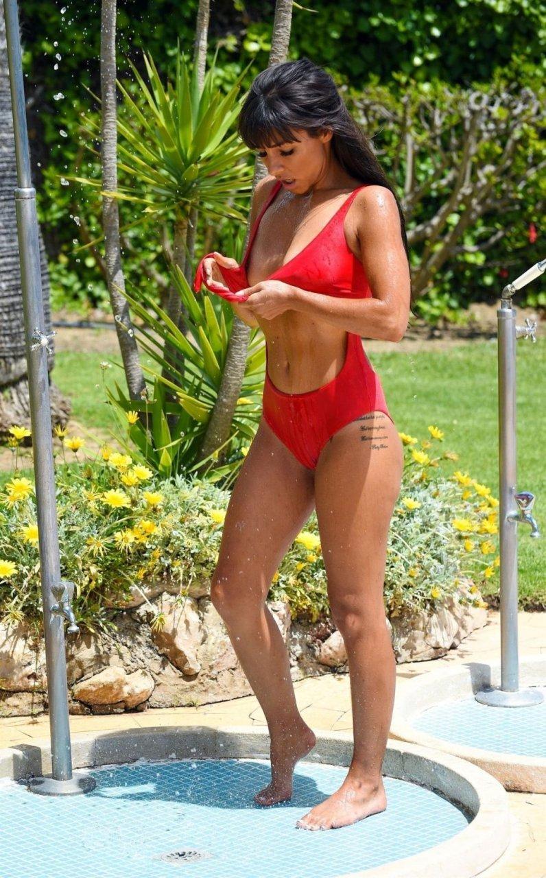 Roxanne Pallett Sexy (22 Photos)