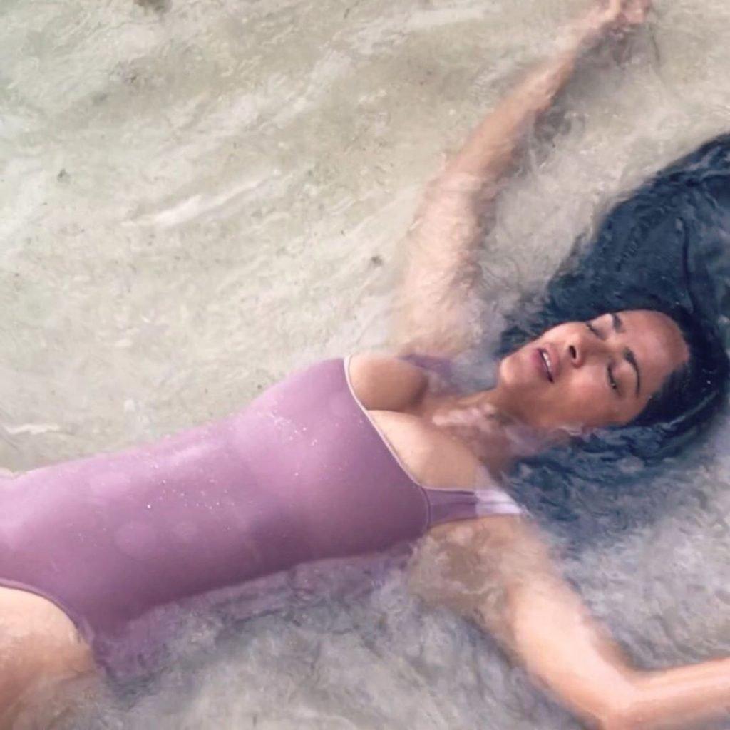 Salma Hayek Sexy (9 Photos)