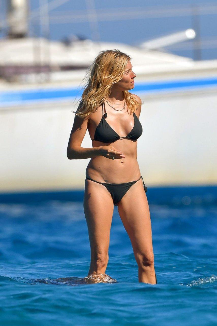 Sienna Miller Sexy (30 Photos)