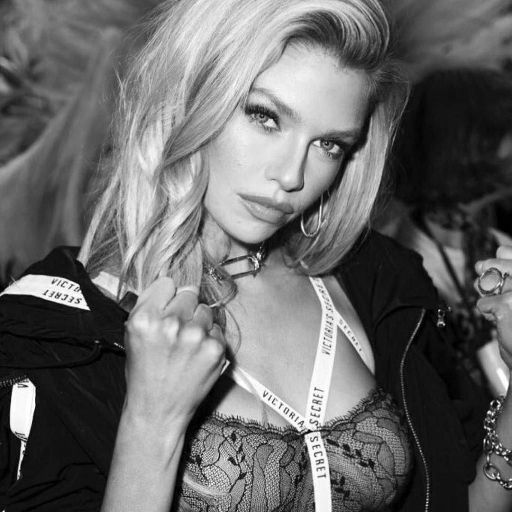 Stella Maxwell Nude & Sexy (53 Photos)