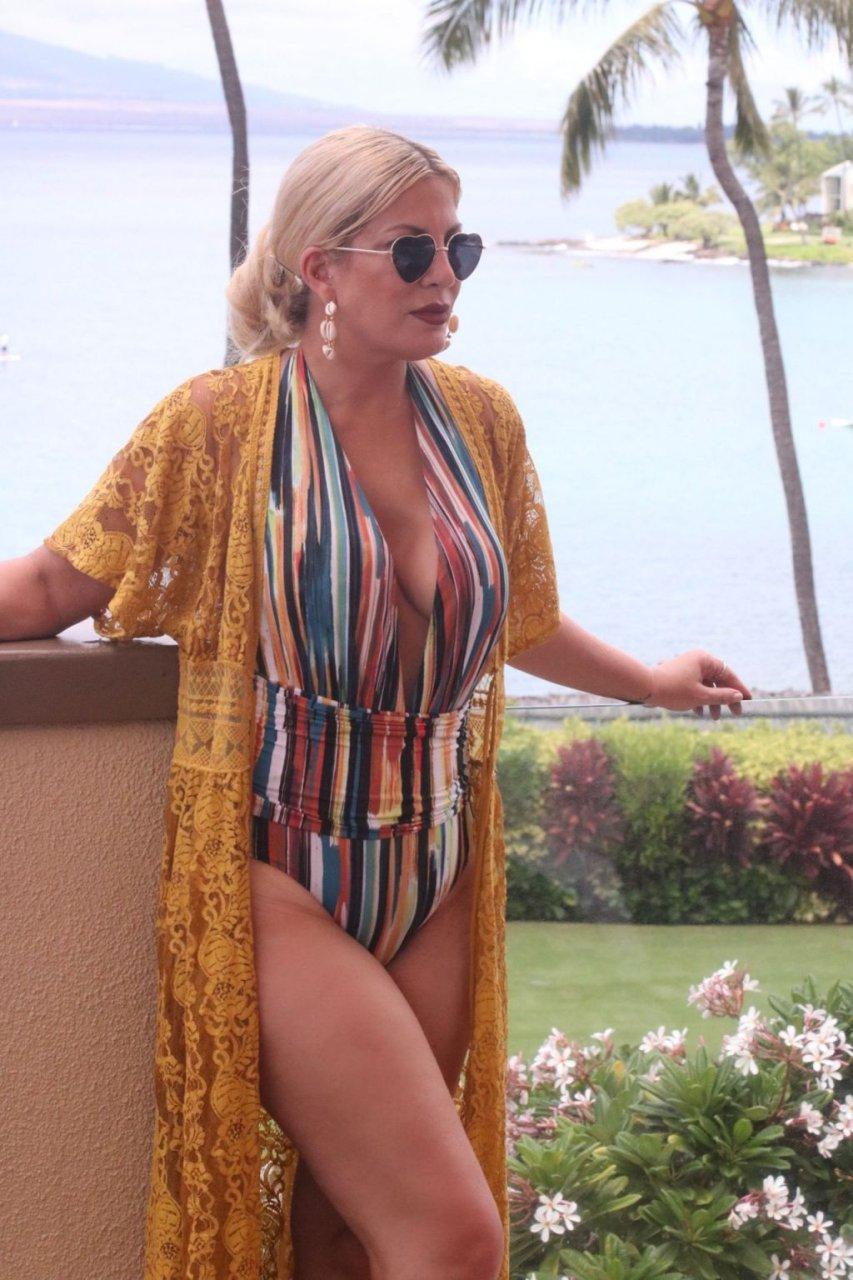 Tori Spelling Sexy (14 Photos)