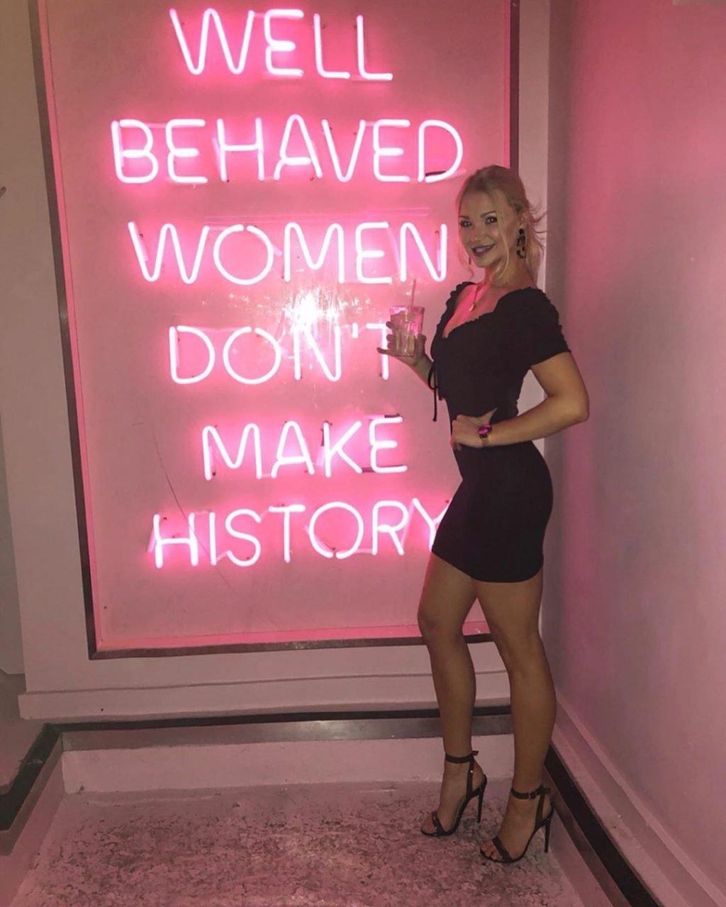 Abbie Quinnen Sexy (36 Photos)