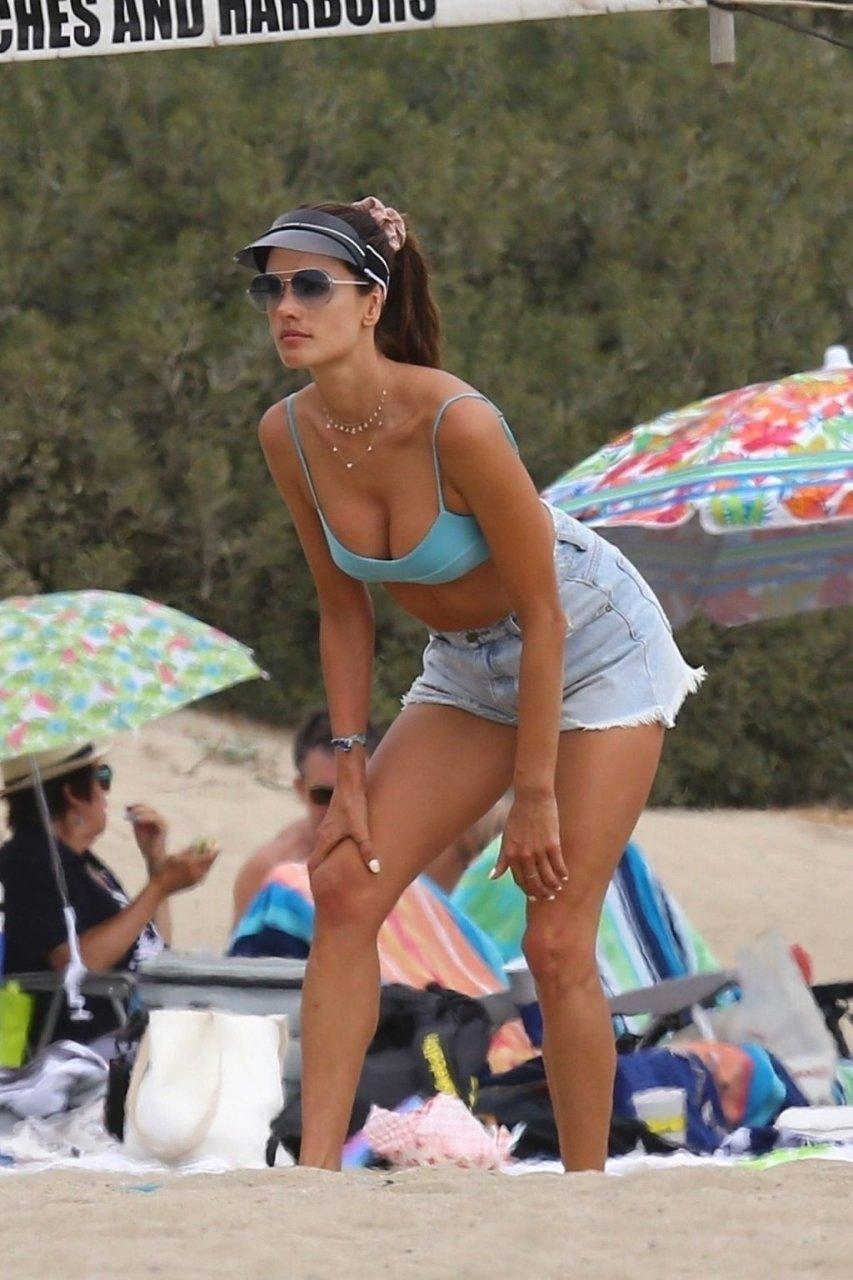 Alessandra Ambrosio Sexy (89 Photos)