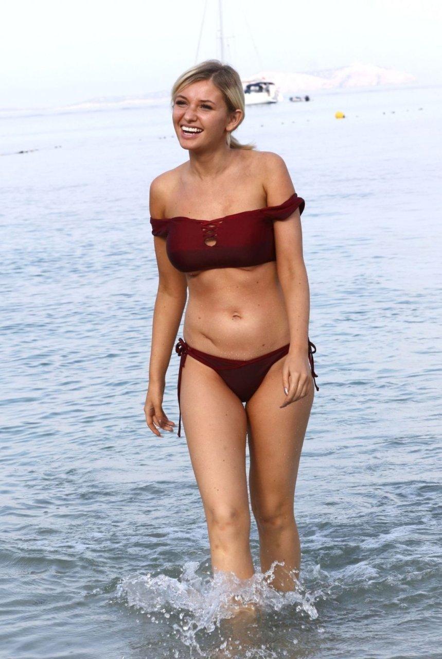 Amy Hart Sexy (28 Photos)