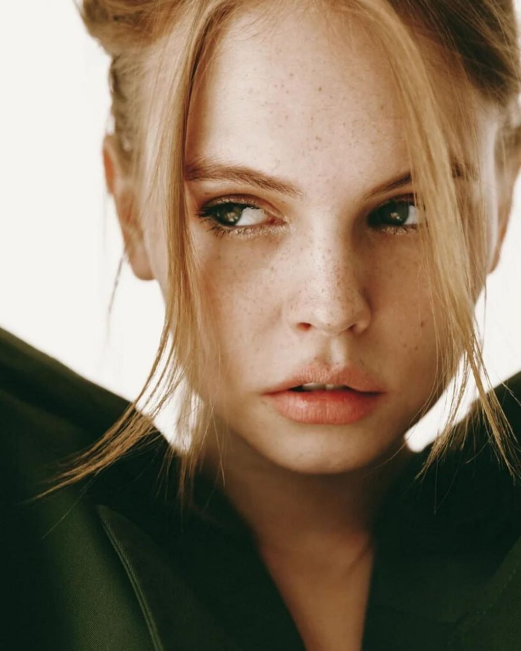 Anastasiya Scheglova Sexy & Topless (23 New Photos)