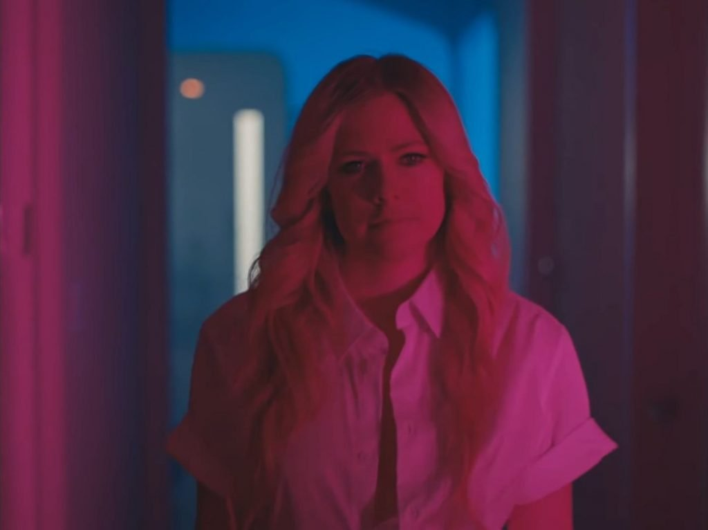 Avril Lavigne Sexy – Tell Me It's Over (10 Pics + GIF & Video)