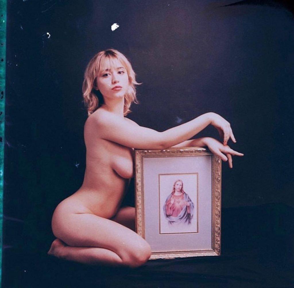 Caylee Cowan Nude & Sexy (17 Photos)