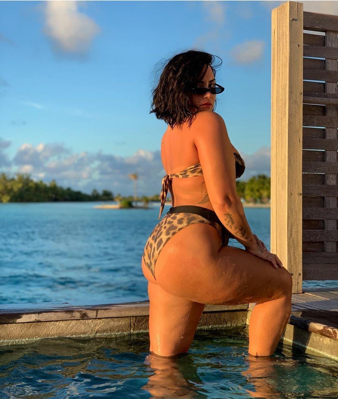 Photos  Lovato nackt Demi Demi Lovato